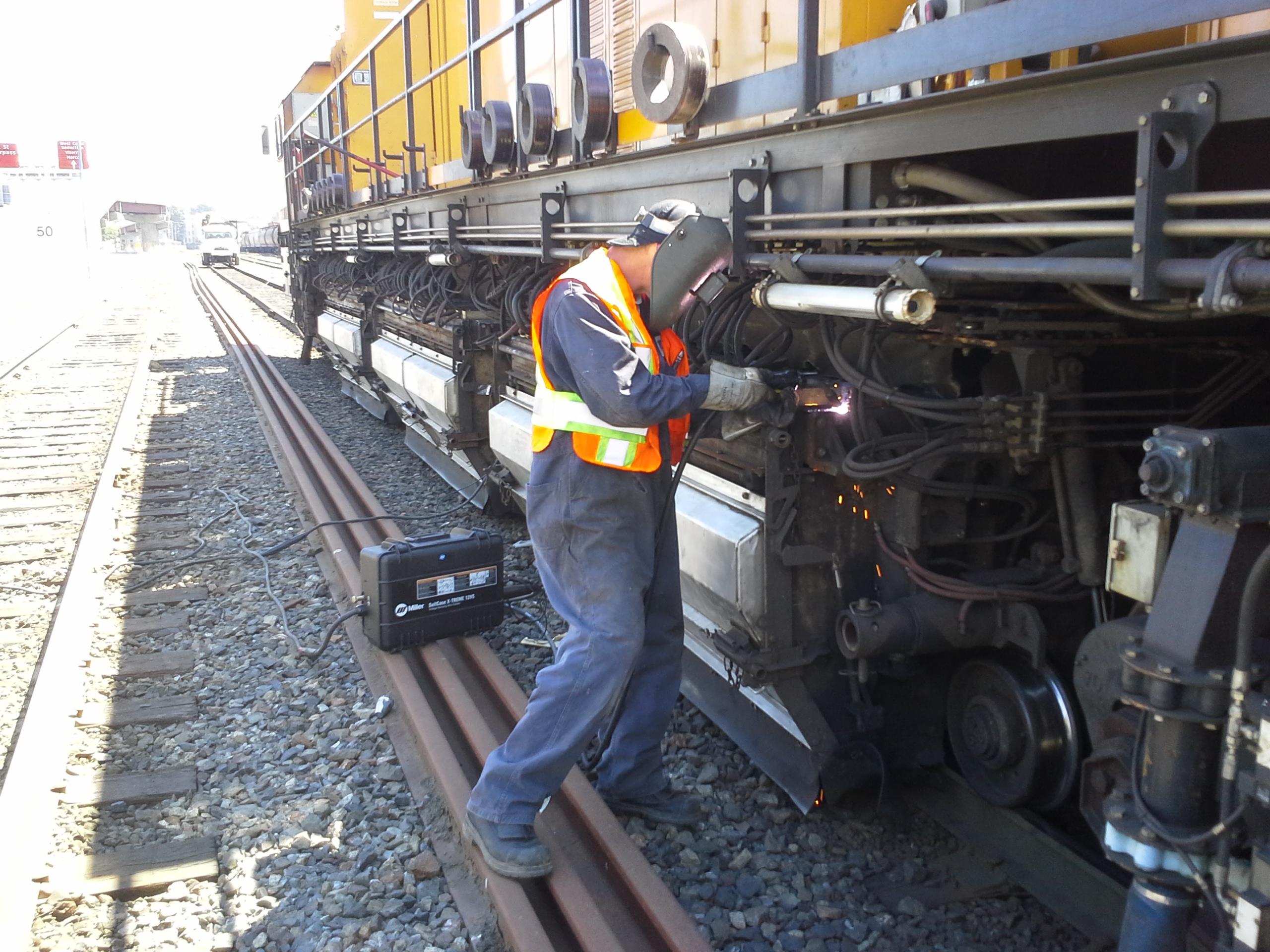 Welding rail grinder
